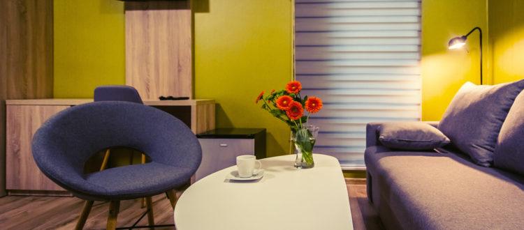 Eskapada - pokój 3-widok na kącik wypoczynkowy