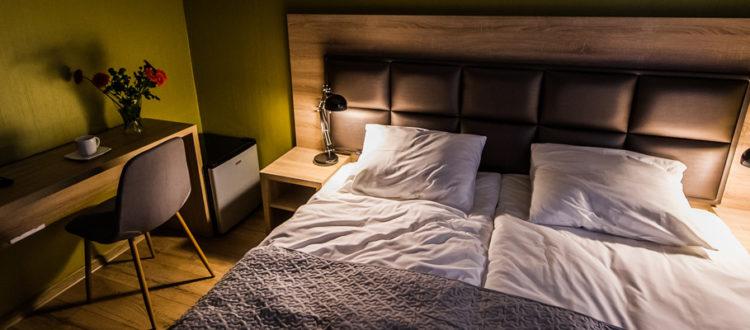 Eskapada-pokój 2-zdjęcie w oświetleniu lampek nocnych