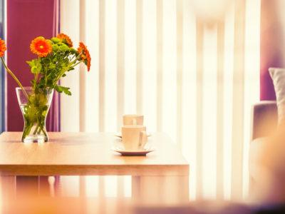 Eskapada - apartament 4-detal z kwiatami i filiżankami