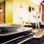 Eskapada -apartament 4-detal z nakryciem stołu