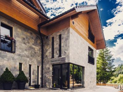 Eskapada - budynek-wejście główne